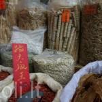 """Egzotiški ingredientai Honkongo """"Paukščių lizdų"""" gatvėje"""